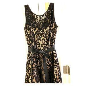 Black and cream lace sleeveless dress